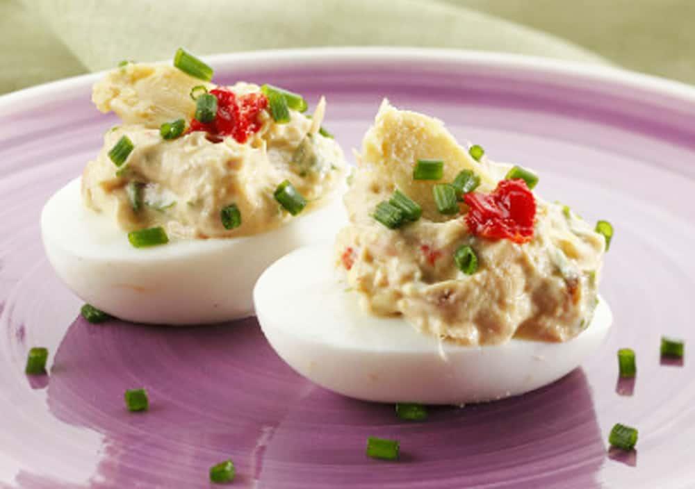 Huevo Relleno con Atuna Recipe
