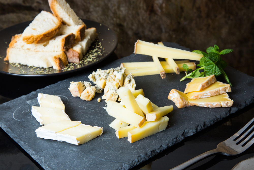 Assorted sliced Spanish cheeses and sliced bread