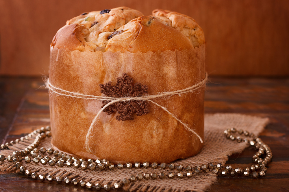 Peruvian Christmas panettone on wooden table