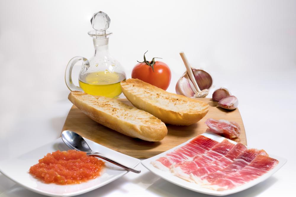 Sliced Jason iberico, spanish oliveoil, minced tomato and bread