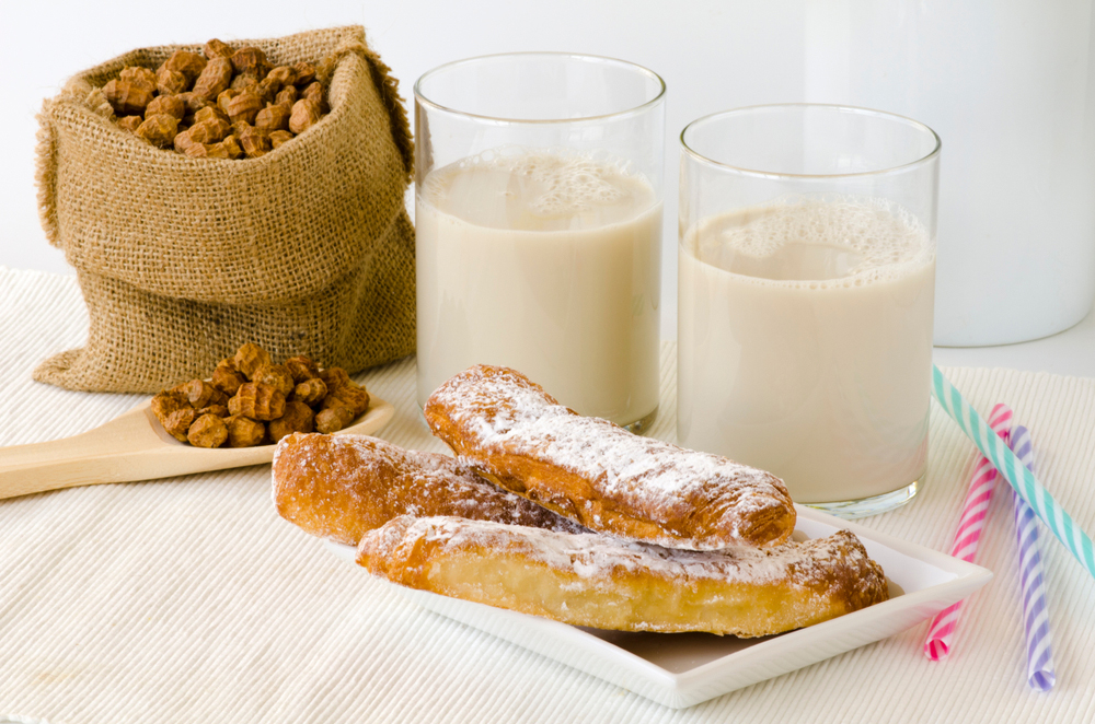 Bag of tiger nuts with horchata de chuff and pastry