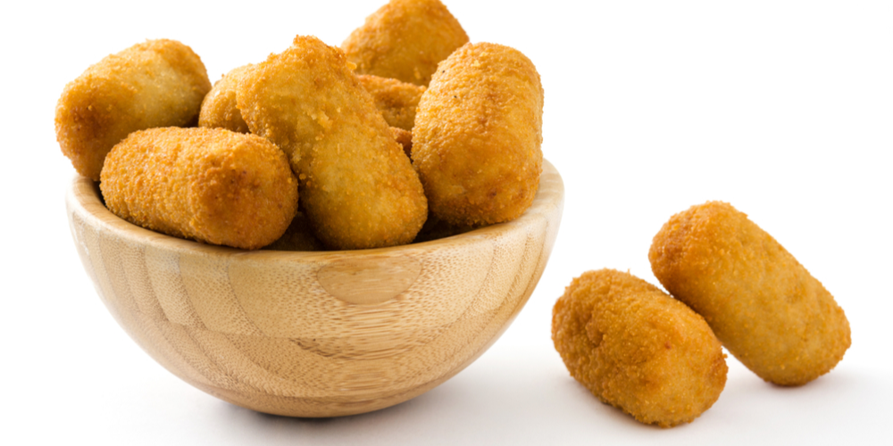 Croquetas de Queso in wood bowl